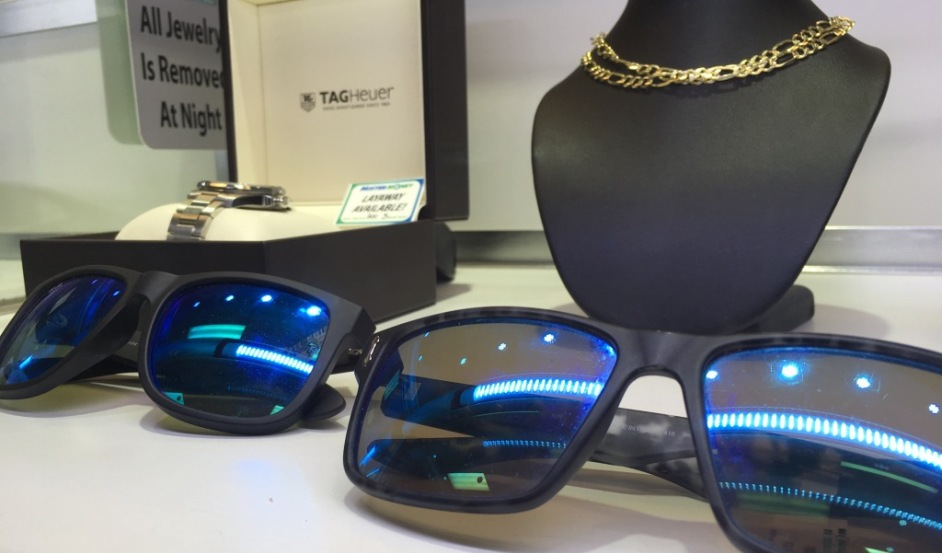 Product Image Sunglasses & Gold Chain